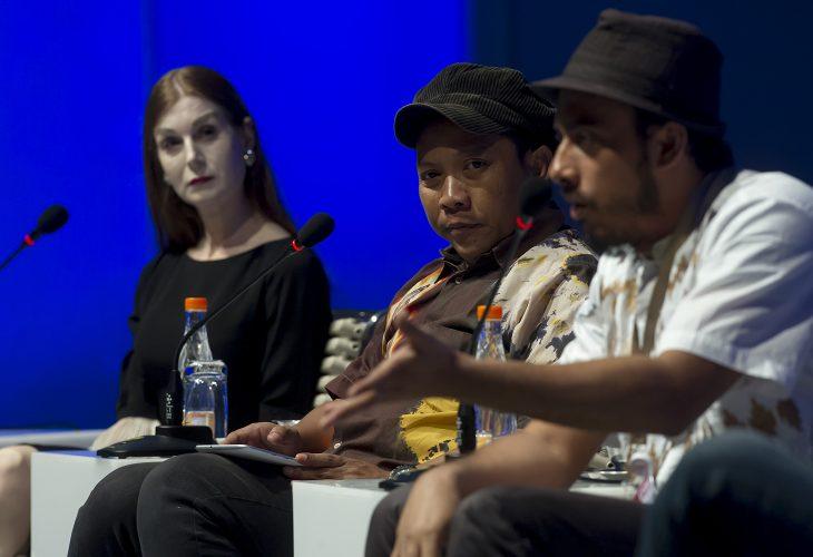 Penulis dan Sutradara dari Indonesia, Ismail Basbeth (kanan), Produser Film dari Indonesia, Daniel Rudi Heryanto (tengah) dan Penulis dari Belanda Katinka van Heeren (kiri) menjadi pembicara dalam sesi Diskusi Panel Moca Fest dalam World Islamic Economic Forum (WIEF) Ke-12 di Jakarta Convention Centre (JCC), Jakarta, Kamis (4/8). Diskusi tersebut membahas soal Film tentang Islam dan Tantangan Ideologi. KEMENKEU - WIEF/Widodo S. Jusuf/16.